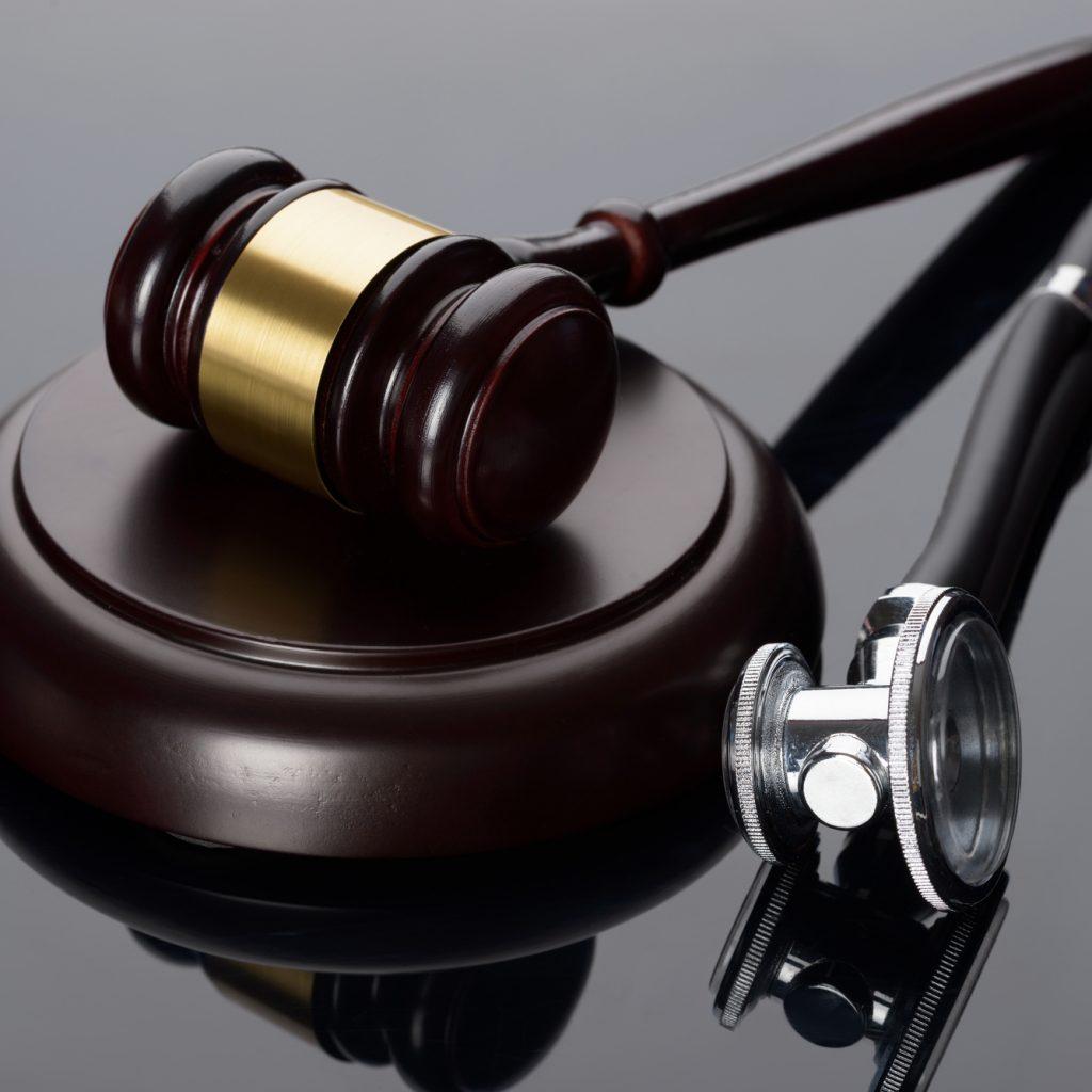 מהעבירה עד האישום: ששת תפקידי הסנגור